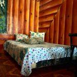Comoda cama semi matrimonial en cabaña de montaña