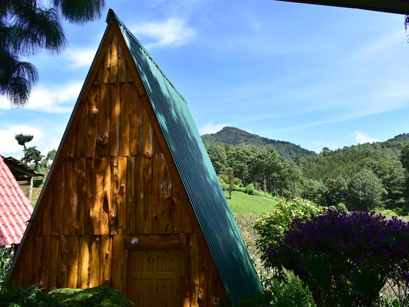 Cabaña de madera de montaña