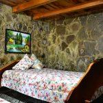 Cama matrimonial en cabaña de El Pital