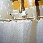 Agua caliente en el baño de la cabaña