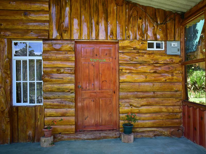 Cabaña rustica de madera en El Pital Lecho de Flores
