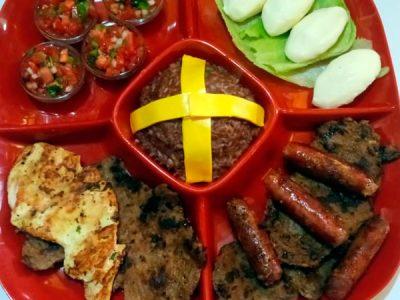 Parrillada Lecho de Flores, carne, pollo, chorizo, cuajada